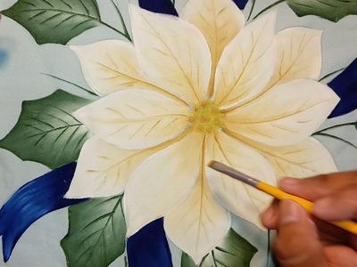 Pintando flor de nochebuena blanca.