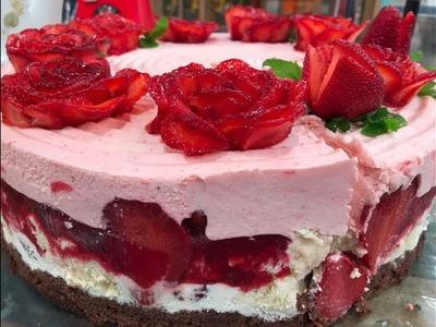 Torta mousse de frutillas, crema y chocolate
