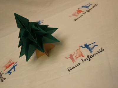 Cómo hacer un árbol de Navidad en Origami