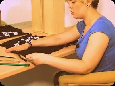 Manualidades: pulsera de perlas y camiseta. Crafts: pearl bracelet and t-shirt, por María Moncayo