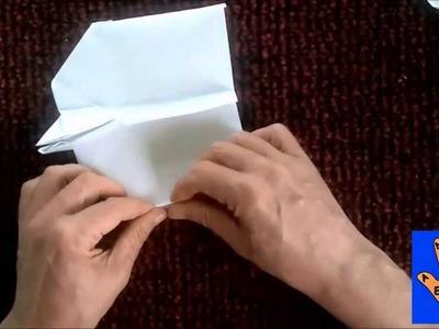 Avión de papel. Paper airplane.