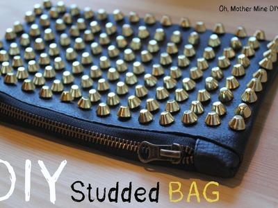 DIY: Bolso de mano de cuero negro con tachuelas. DIY studded bag
