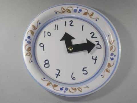 Cómo hacer un reloj con un plato desechable