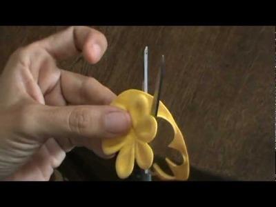 Cómo hacer flores de foami con troqueles de aluminio