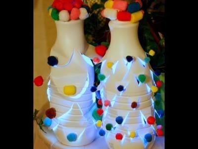 Farol de árbol de Navidad con botellas de plástico recicladas