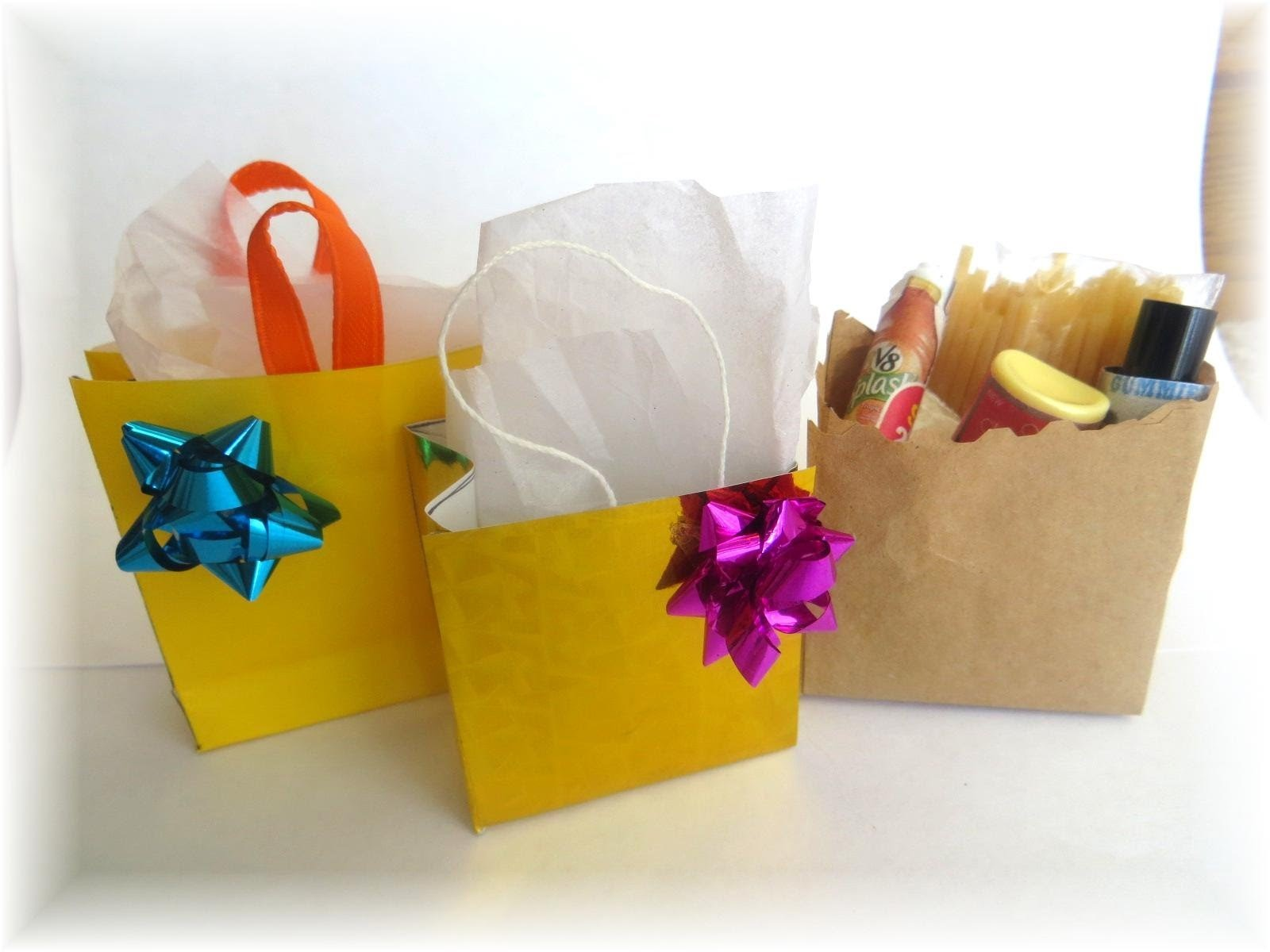 Cómo hacer bolsas de compras o regalo para muñecas. How to make doll sopping.gift bags
