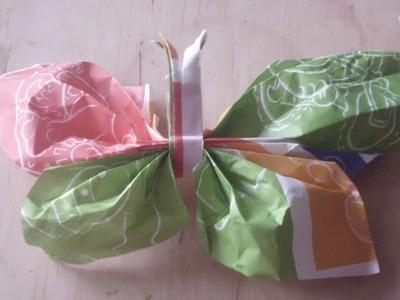 Mariposas de papel de regalo reciclado. Trabajo manual para niños.
