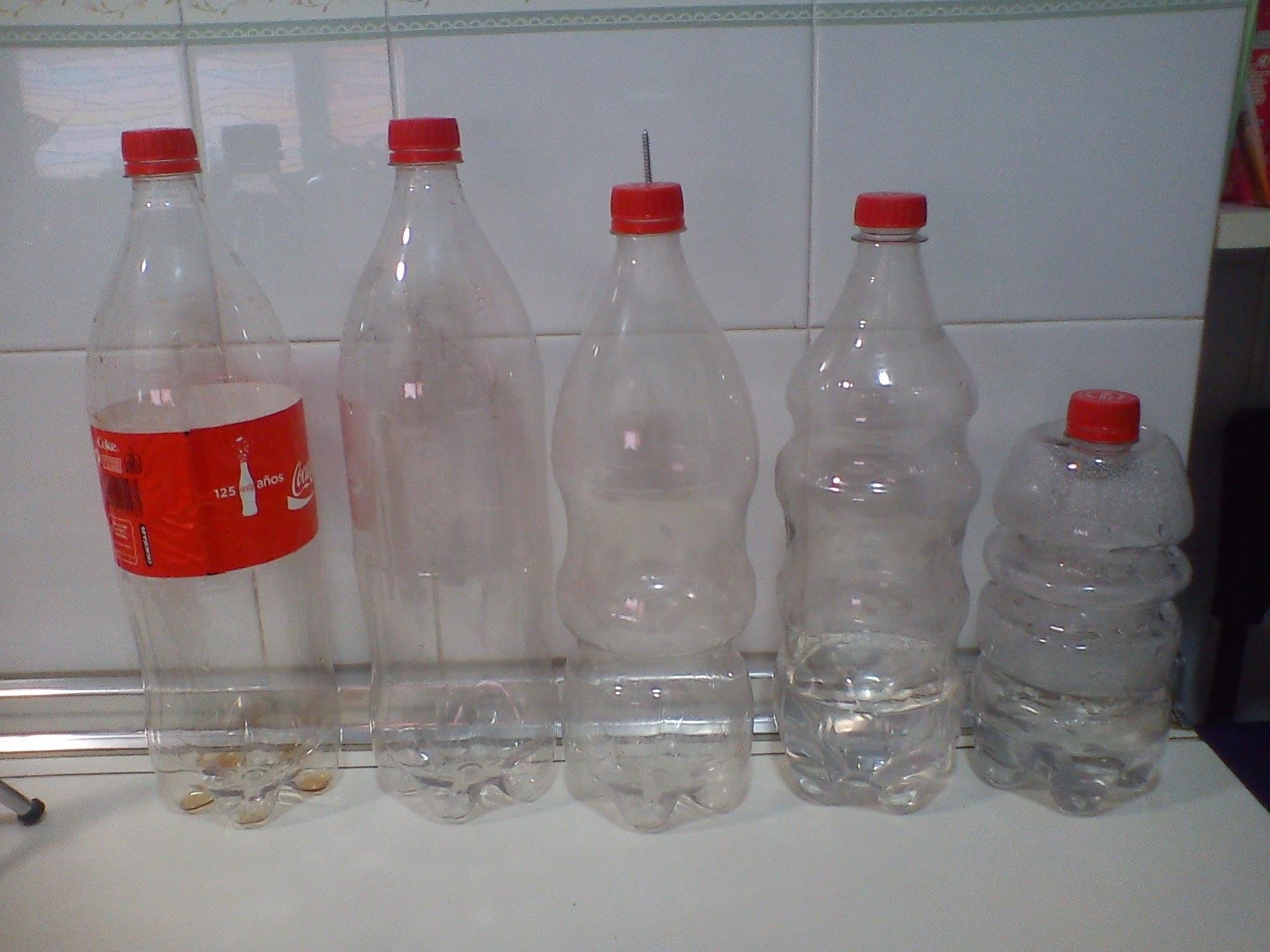 RECICLAJE DE BOTELLAS DE PLASTICO .RECYCLING PLASTIC BOTTLES.