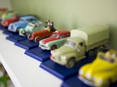Cómo hacer un cuadro con coches de juguete