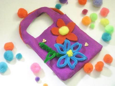 Como hacer  una bolsita de fieltro para niñas