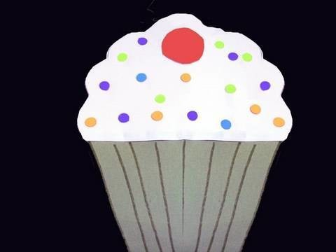 Manualidades de papel: Tarjeta en forma de pastelito