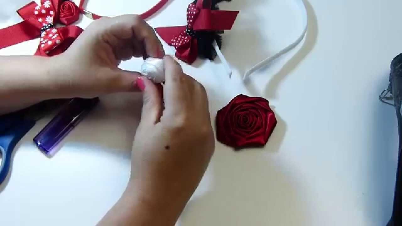 Como puedes elabofar flores pequenas para decor moños para el cabello