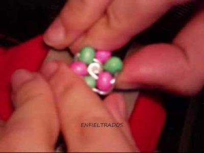 Como hacer anillo de alambre y abalorios (wire and bead ring)