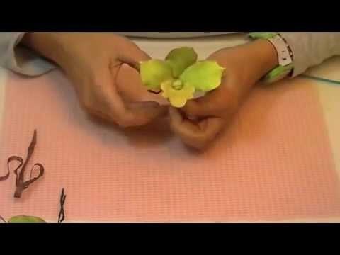 Cómo hacer una orquídea de pasta de goma
