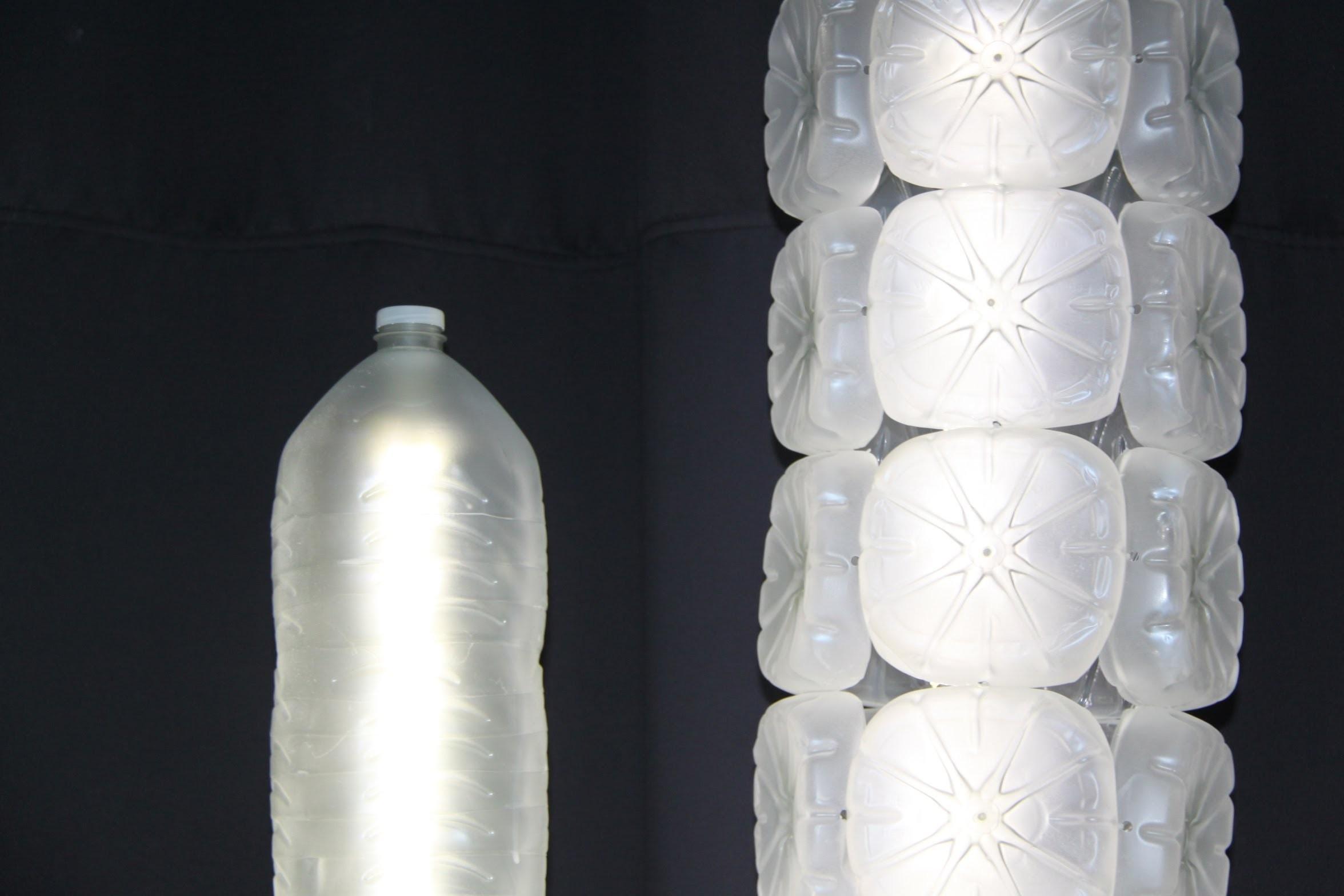 Lámpara realizada con garrafas de plástico recicladas - Lamp made with recycled plastic bottles