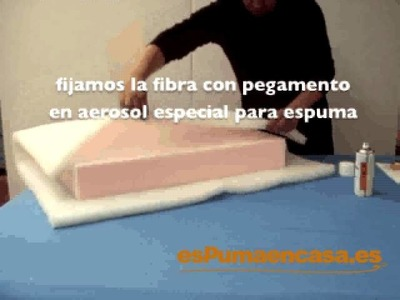 Envolver con fibra un almohadón de sofá o tresillo