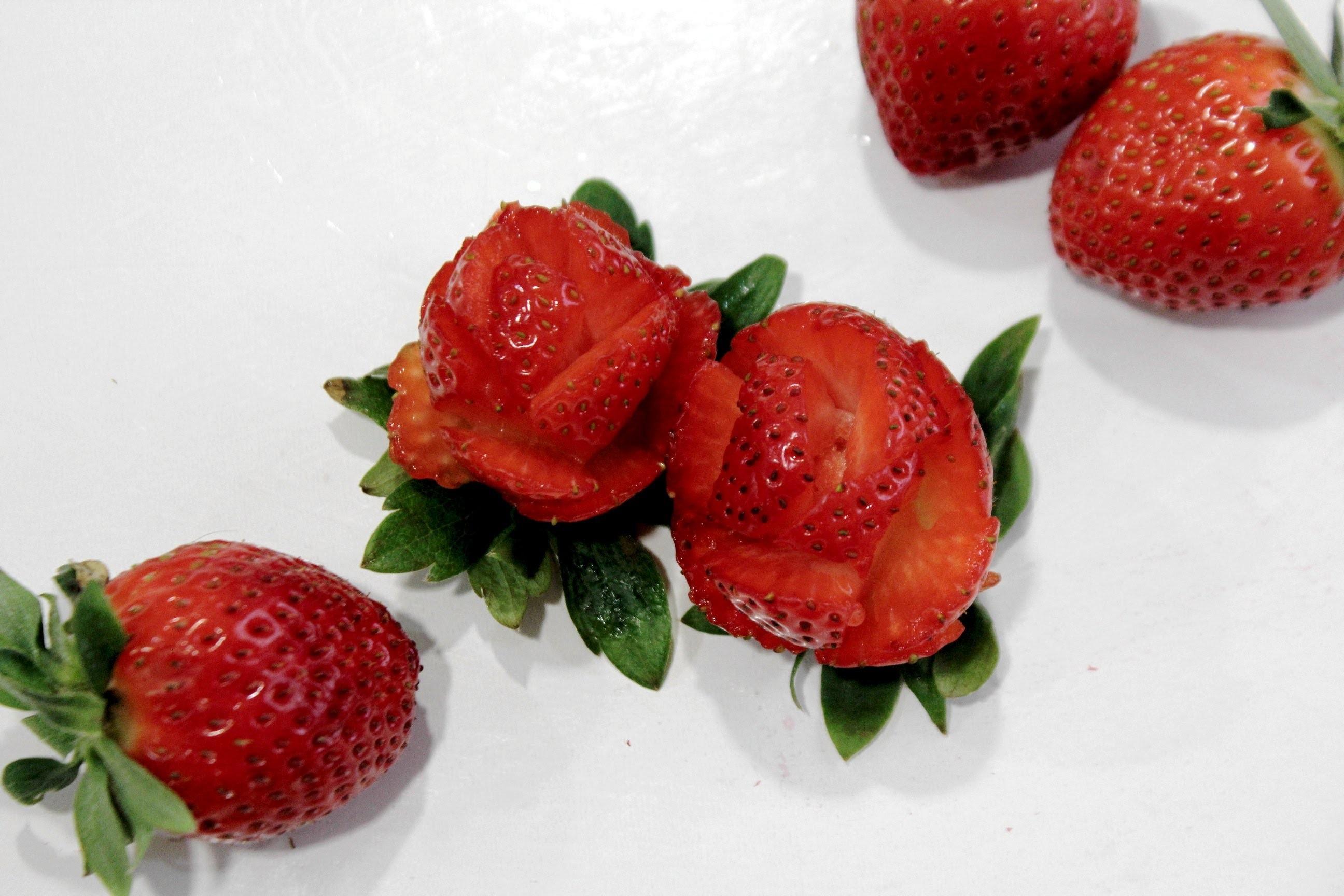 Cómo hacer rosas con fresas. Strawberry flower