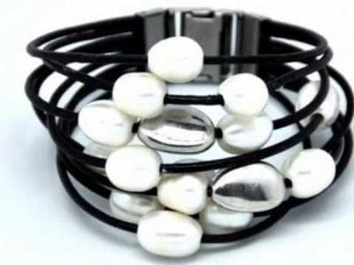 Video de Pulseras de Cuero, Plata, Perlas, Swarovski. Bisuteria de moda 2011 Online Nati Royo