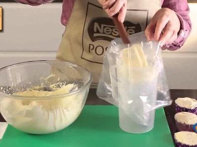 Cupcakes de fresa y frosting de chocolate blanco - Recetas de Postres Nestlé