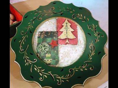 Decoupage - Manualidades navideñas - Plato con servilletas - sobre un plato navideño