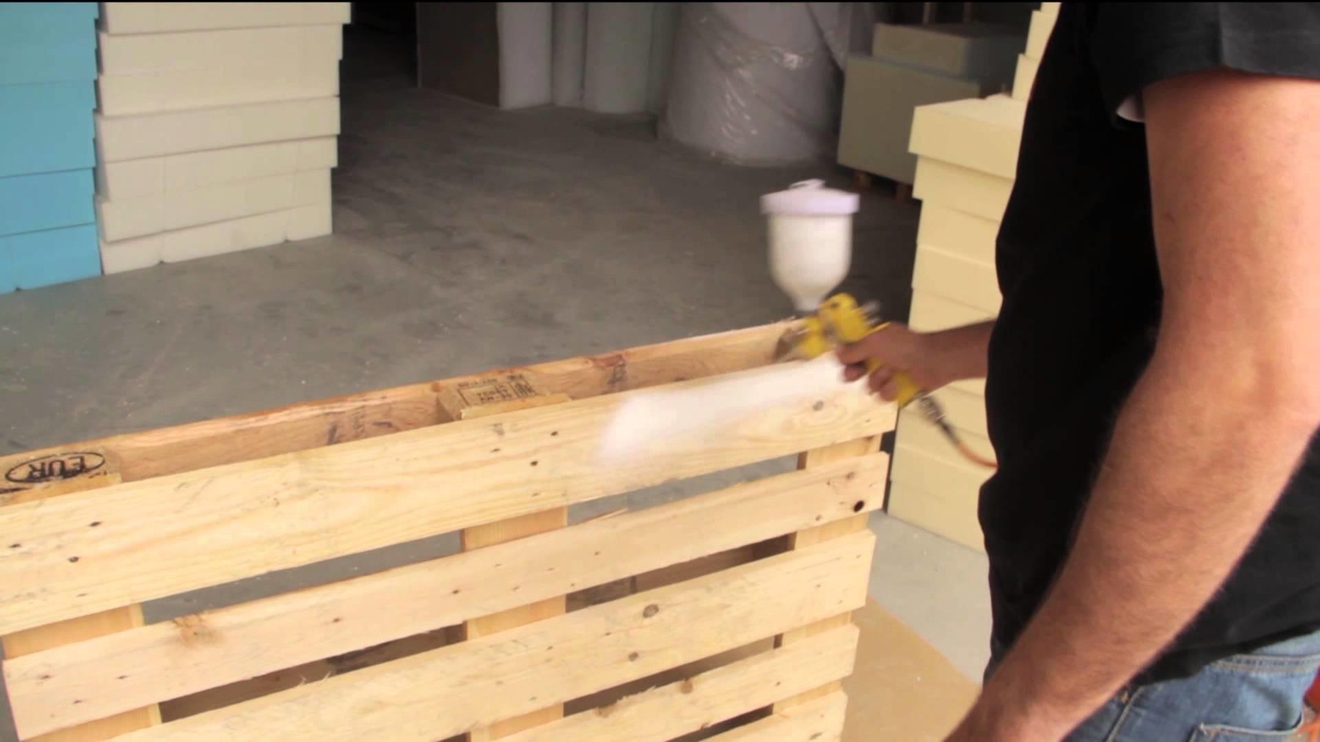 Cómo fabricar un sofá de palets usando medios caseros