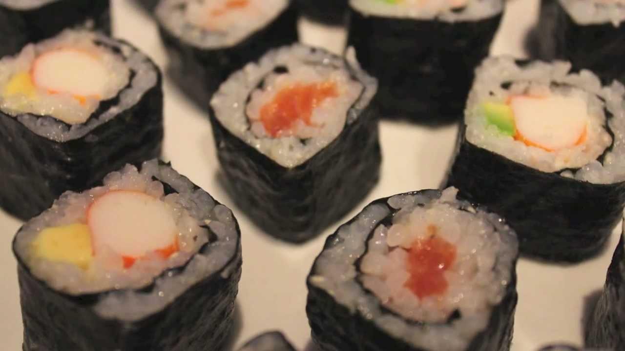 Cómo hacer sushi casero fácil - Receta para preparar el arroz incluida