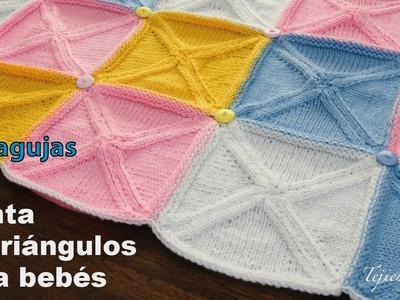 Manta o cobija para bebés hecha con triángulos tejidos en dos agujas