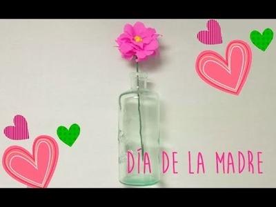 Regalos Día de la madre. Cómo hacer una flor de papel crepé.