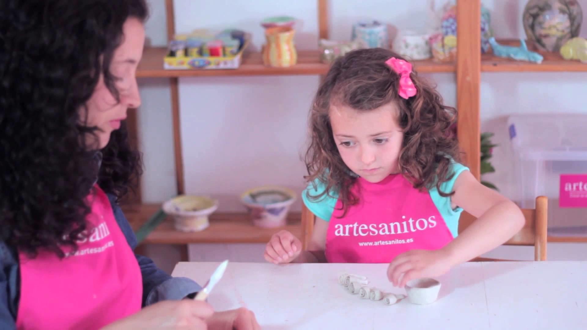 Cómo hacer manualidades con cerámica o plastilina: Flores
