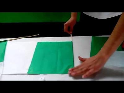 Tutorial para hacer banderas de papel con Mariana