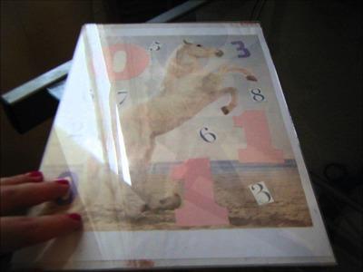 Reciclar marcos de fotos y transformarlos en cuadros