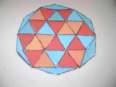 Como hacer un mosaico geometrico usando papel y palillos