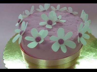 Tarta con flores de oblea cortadas con la Cricut Cake