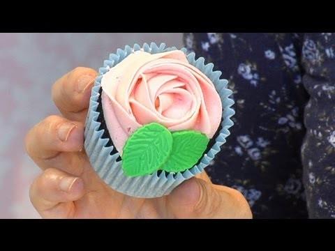 Como hacer una cupcake con forma de rosa