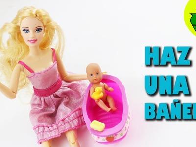 Cómo hacer una bañera FUNCIONAL para el bebé de tu muñeca - Manualidades para muñecas