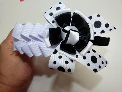 Faciles diseños de moños con flores dobles decorados con boton de rosa