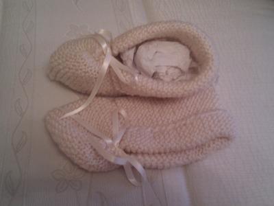 Pantuflas y patucos tricotados de lana