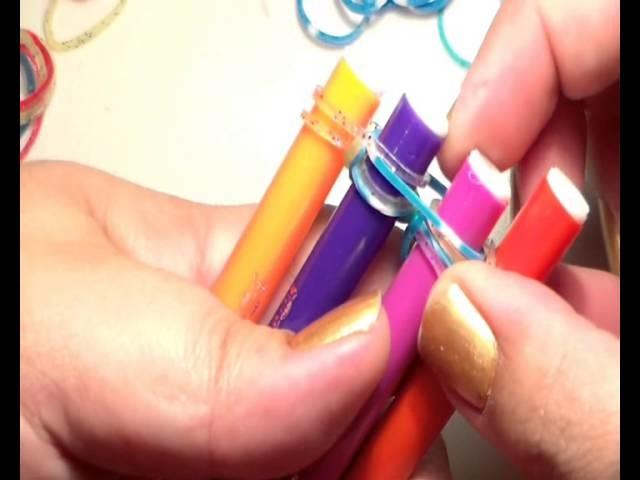 Como hacer pulsera  rainbow loom de goma con lapices facil de hacer ESPAÑA  nivel 3