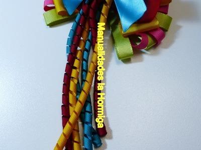 Moños  para el cabello decorados con gusanitos elaborados en cinta