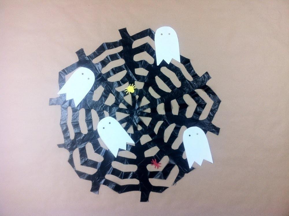 Cómo hacer una tela de araña para Halloween con una bolsa de basura