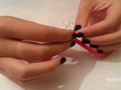 Cómo hacer una pulsera con cinta de raso y bolas | facilisimo.com
