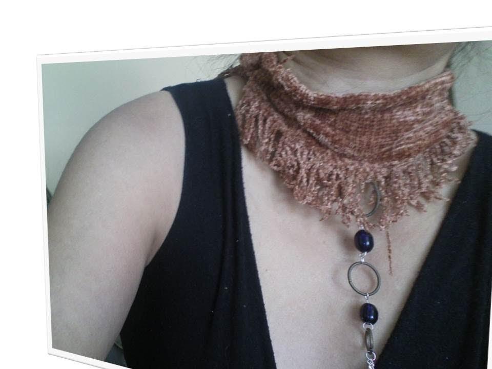 Bufanda, chalina, scarf con flequillos y joya sin tejer. Hermosa prenda para la mujer moderna.