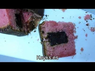 Como hacer una tarta rosa con relleno cuadrado de chocolate