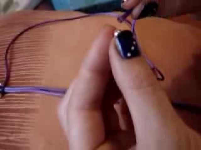 MACRAME .PULSERA SIMPLE CON BOLITAS.wmv