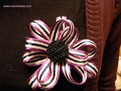 Broche de flor con cordón de zapatos y fieltro