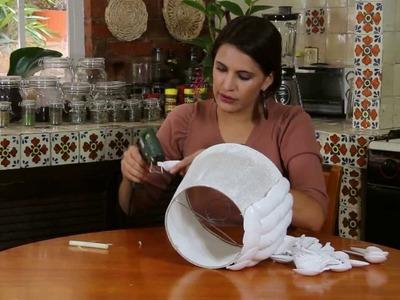 Pantalla para lampara con cucharitas de plastico