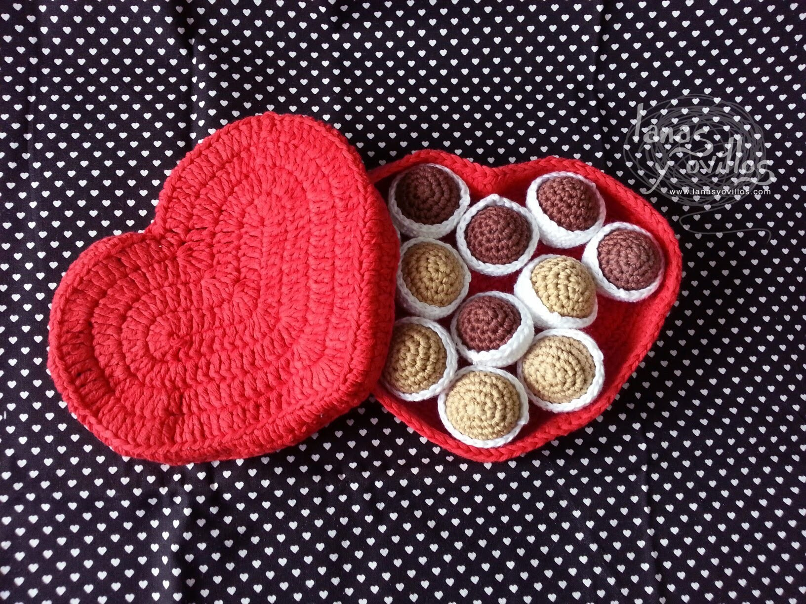Tutorial Caja Bombones Corazón Crochet Heart Chocolate Box (CHOCOLATES) (English subtitles)