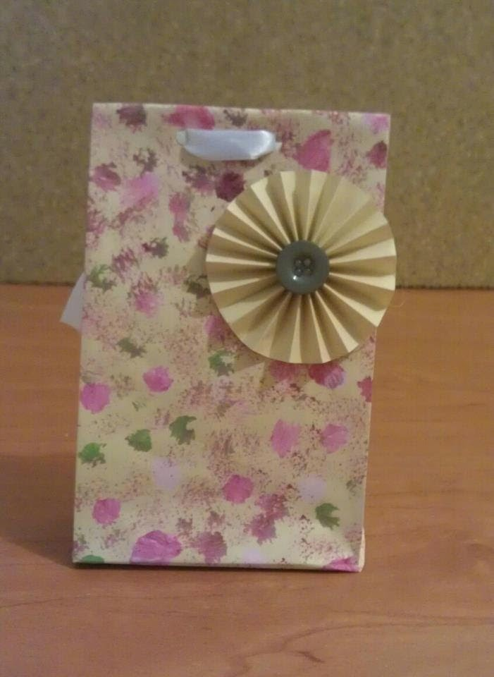Bolsita de papel personalizada. Paper bag for personalization and gifting