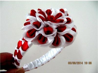 Flores blancas rojas en diademas con cuadros y relieves en cintas para el cabello