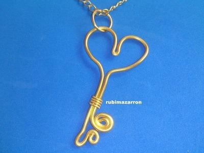 Colgante llave corazón con alambre de aluminio